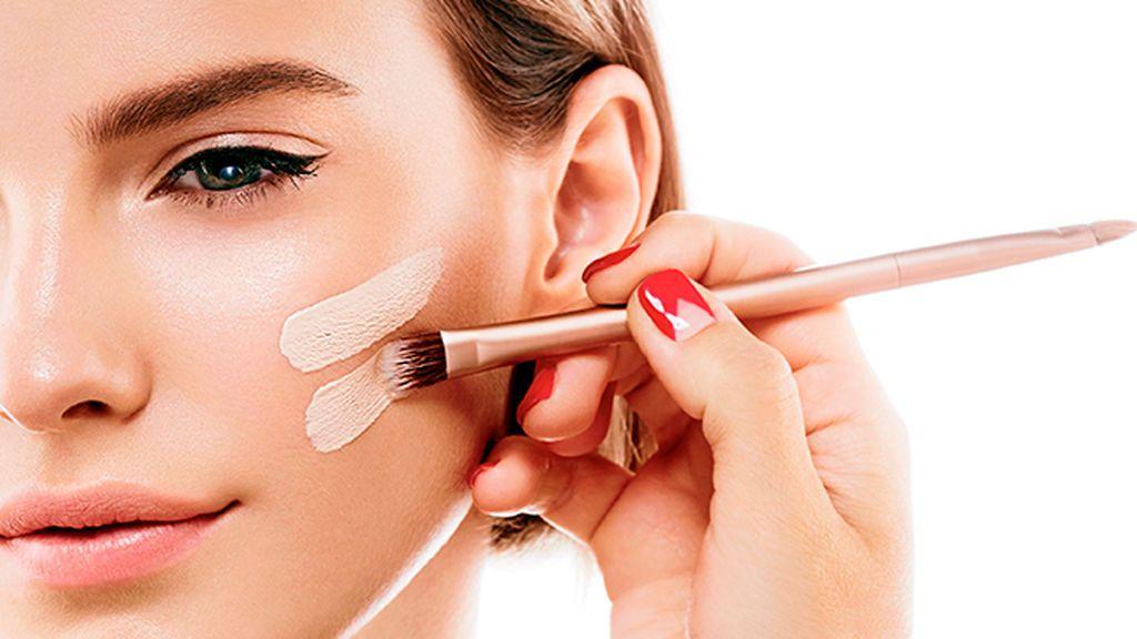 Una de las cosas más importantes será hacerse con un buen maquillaje waterproof.
