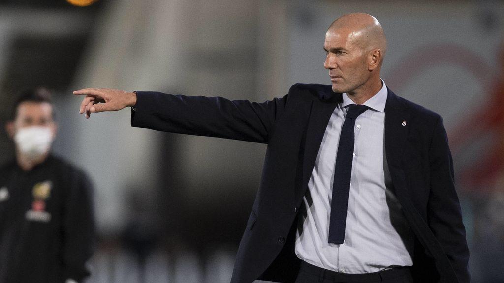 Zidane no tiene pensado dimitir pase lo que pase en el Clásico: no escucha rumores y se siente apoyado por el vestuario
