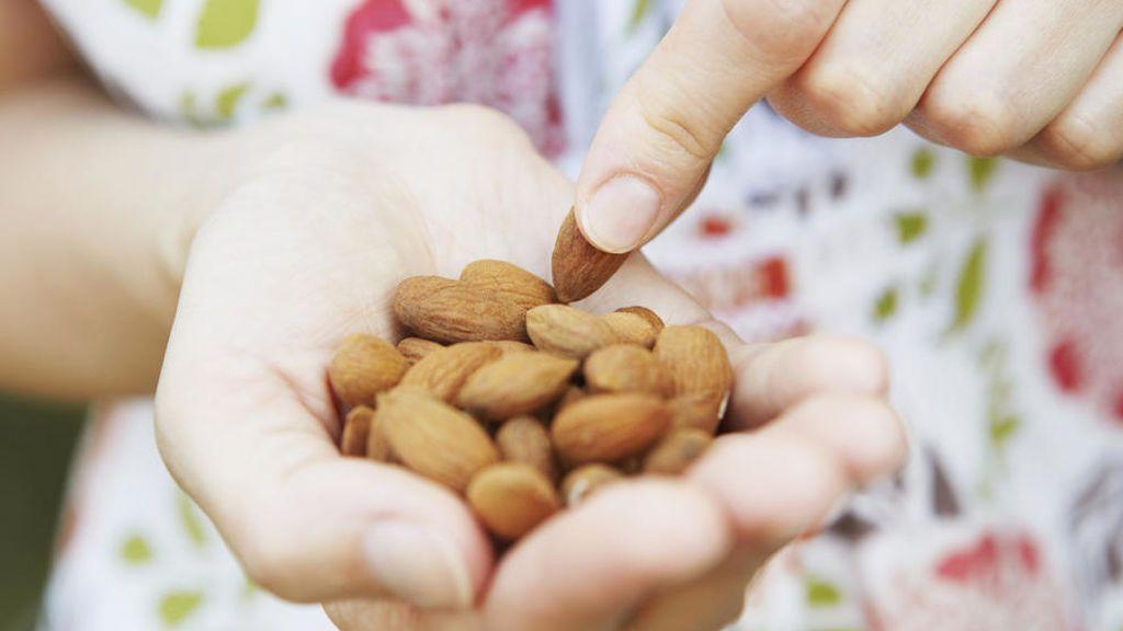 Eso sí, será muy importante tomar los frutos secos al natural.