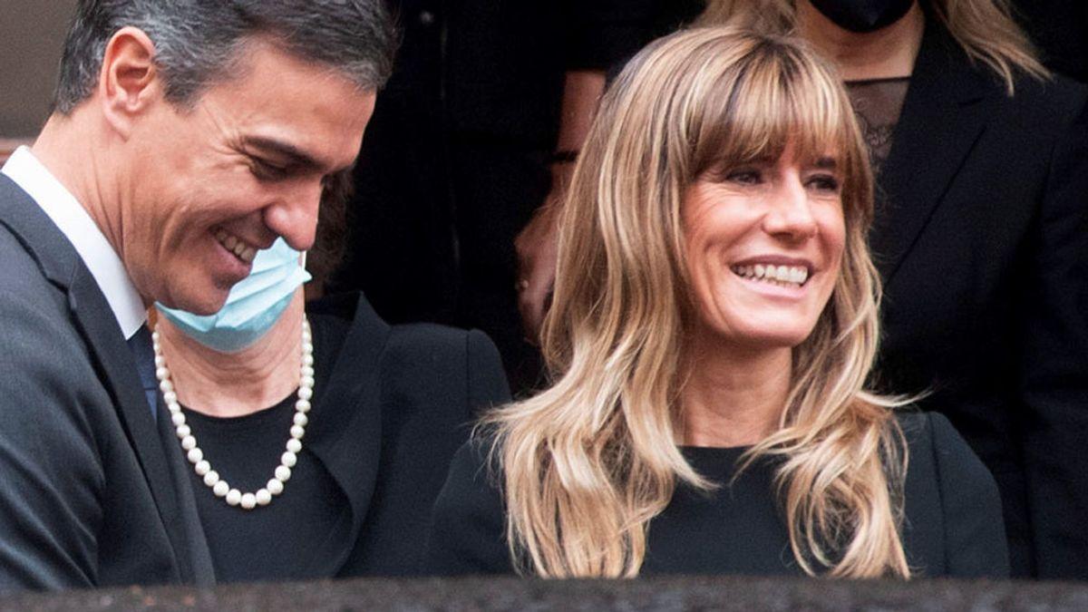 El look de Begoña Gómez con el Papa: todo al negro como marca el protocolo y flequillo nuevo