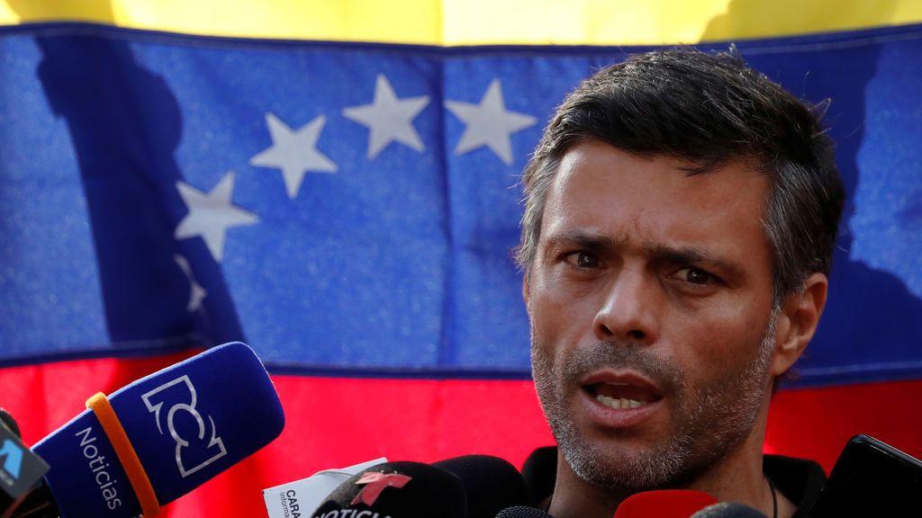 El opositor venezolano Leopoldo López abandona la embajada española en Caracas