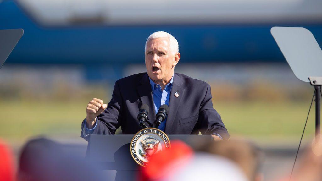 Dos asesores cercanos al vicepresidente de EEUU, Mike Pence, dan positivo por covid-19 en plena campaña