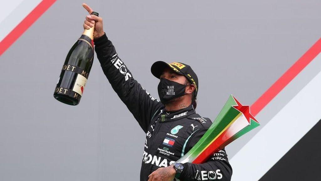 Hamilton gana en Portimao y supera el récord de victorias de Schumacher: Carlos Sainz puntúa y termina sexto