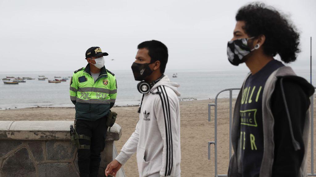 La ciudad de Lima y la vecina provincia del Callao cerraron sus playas a los bañistas