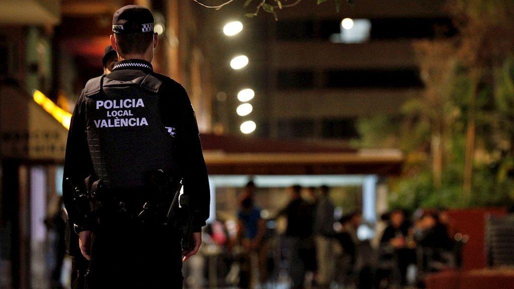 Cuatro detenidos y 83 actas en la primera madrugada con toque de queda en Valencia
