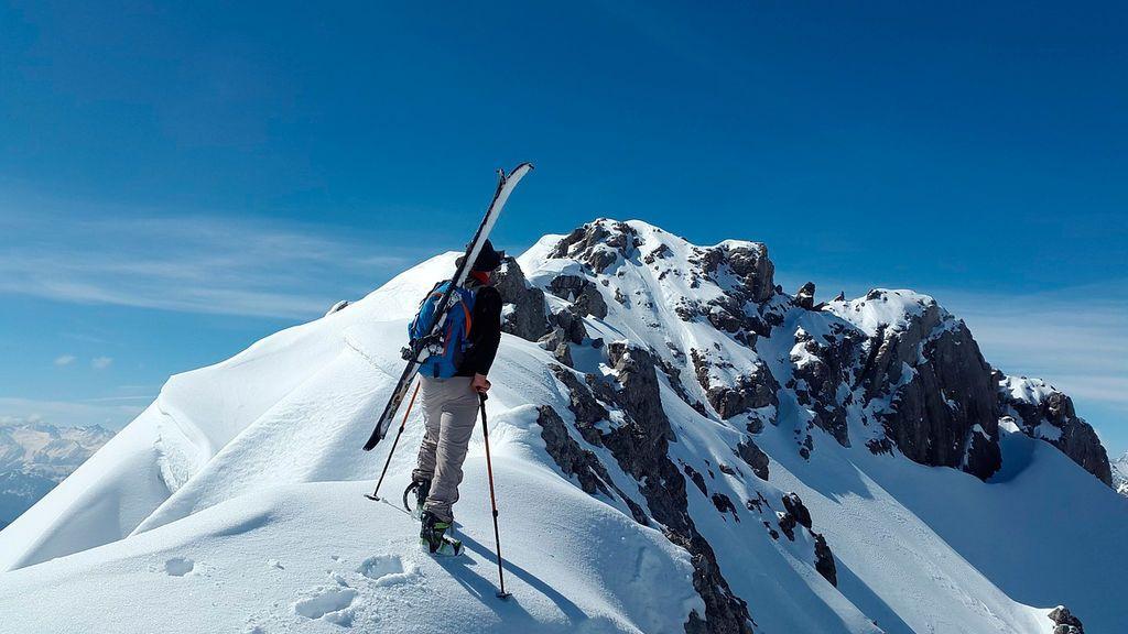 Cómo esquiar fuera de pista evitando el peligro