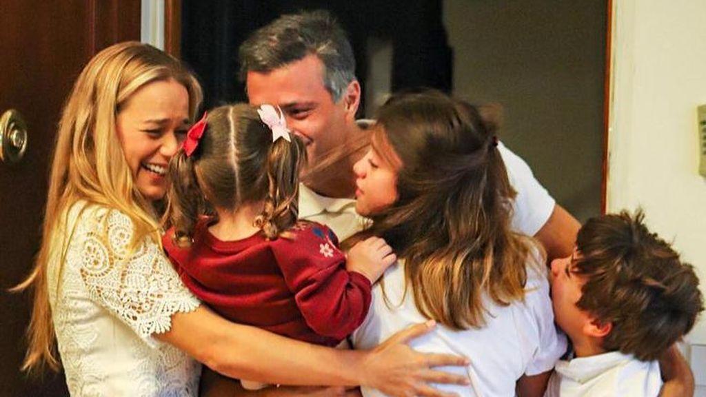 El opositor venezolano Leopoldo López ha llegado a Madrid y ya está junto a su familia