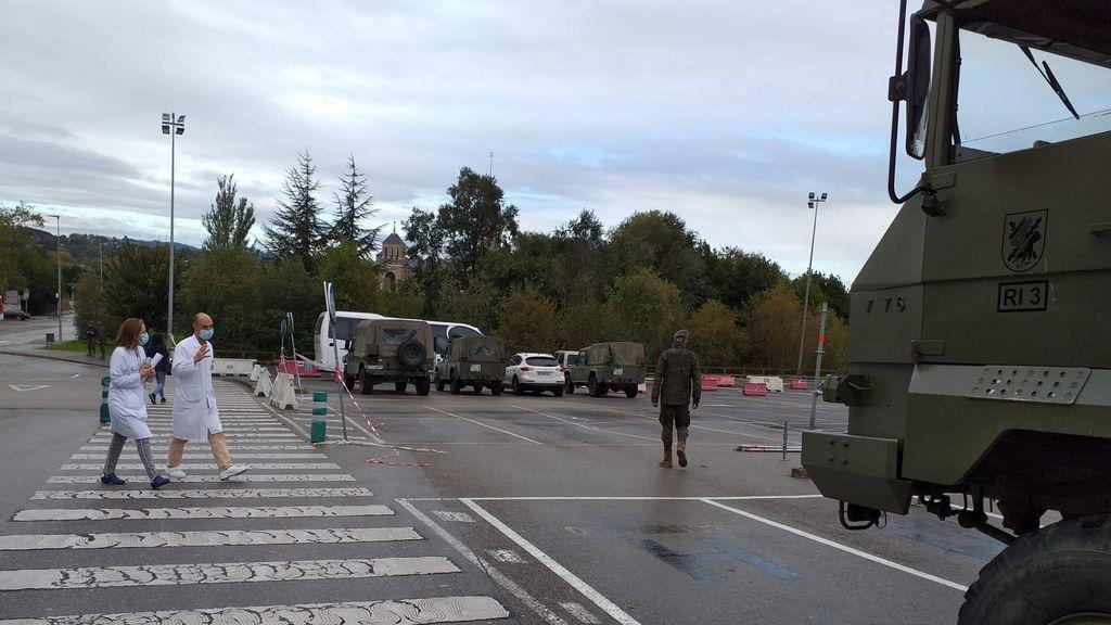 Hospital de Campaña instalado por el Ejército en el aparcamiento del Hospital de Cabueñes