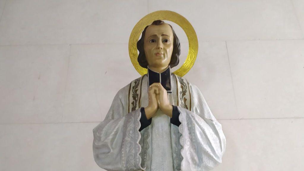 Imagen del Santo Cura de Ars que tienen en esta parroquia de Vigo