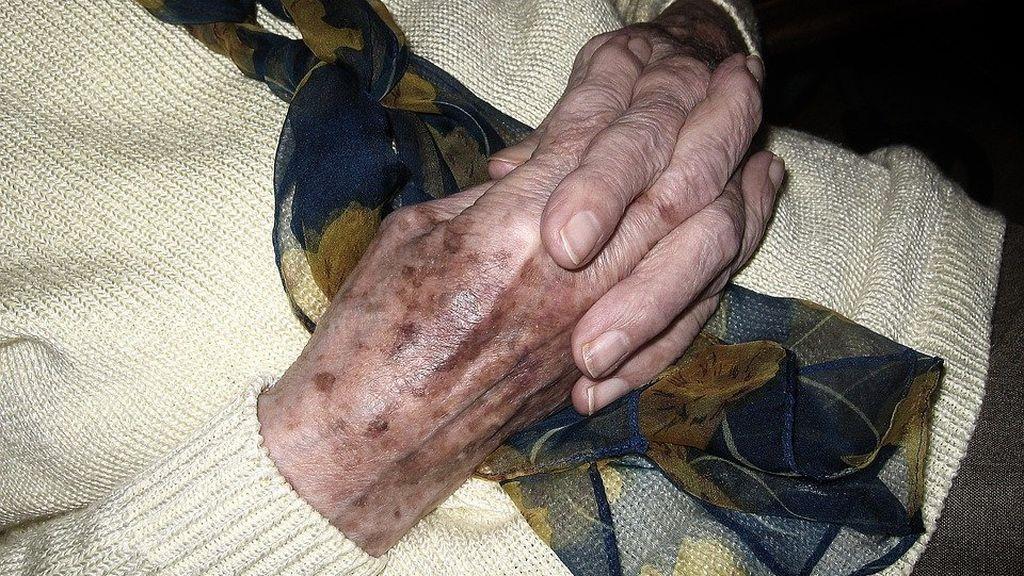 Abusan sexualmente de una nonagenaria en una residencia de ancianos de Gran Bretaña