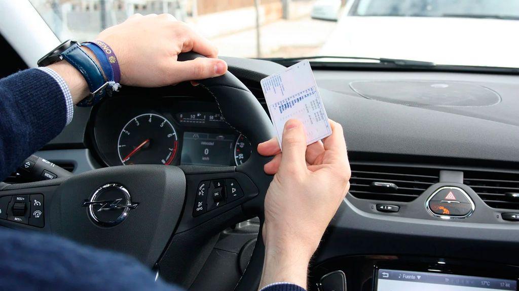 Qué documentos son necesarios llevar en el coche para evitar que te multen