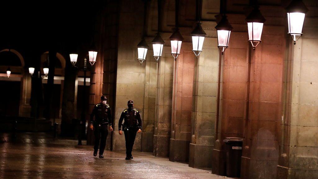 La España del estado de alarma: del confinamiento municipal de Euskadi a Canarias sin toque de queda