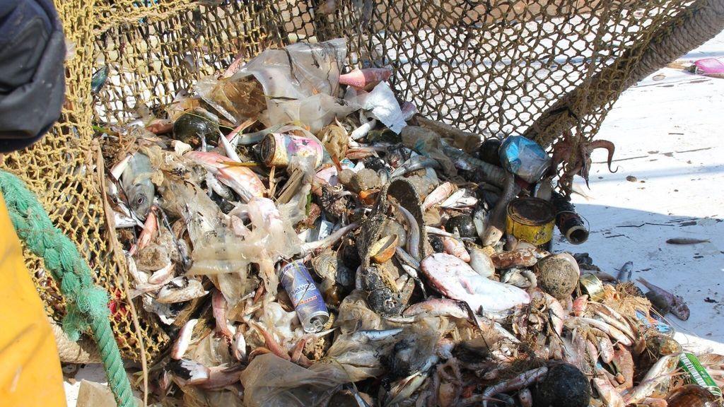 El Mediterráneao se ahoga en plásticos: un informe de la UICN constata que cada año se vierten al mar 229.000 toneladas