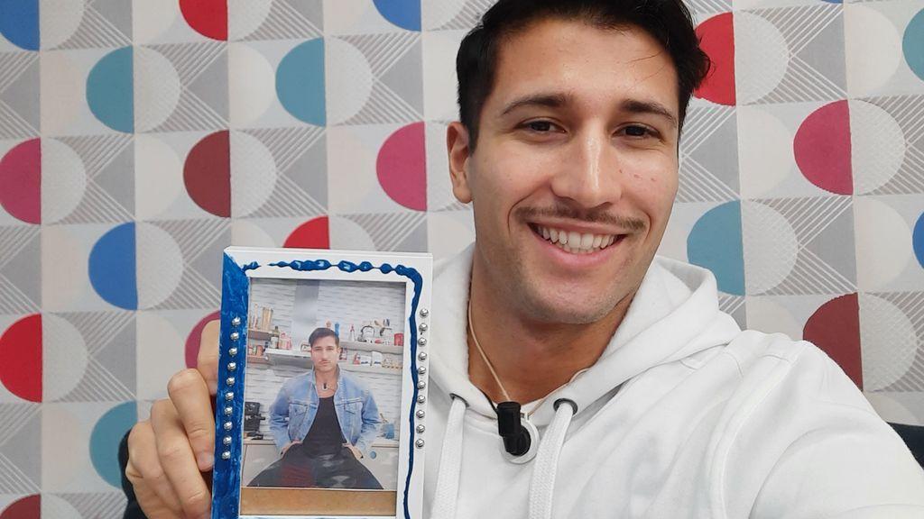 Gianmarco decora fotos para regalar a sus fans en un concurso de Instagram