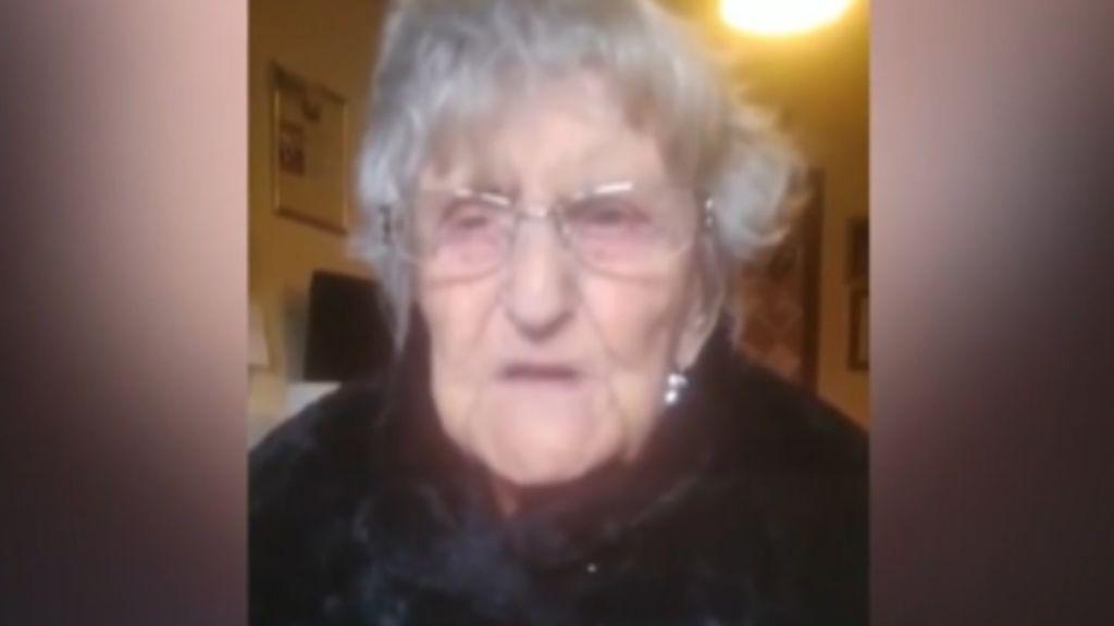 Anciana, desesperada por ver a su familia