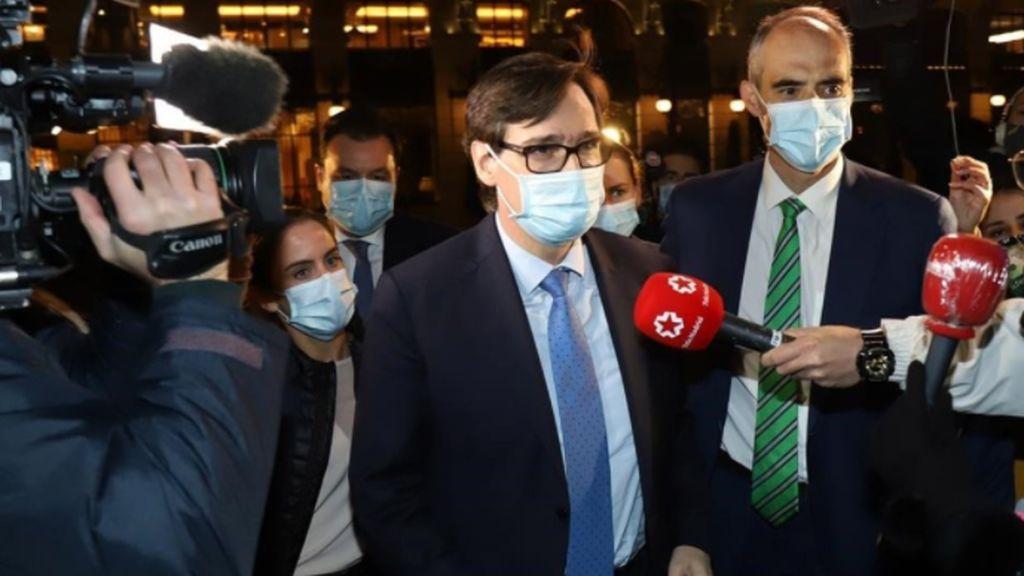 """""""Se ríen de los españoles"""": las redes estallan por la ceremonia que congregó a políticos y empresarios en plena pandemia"""