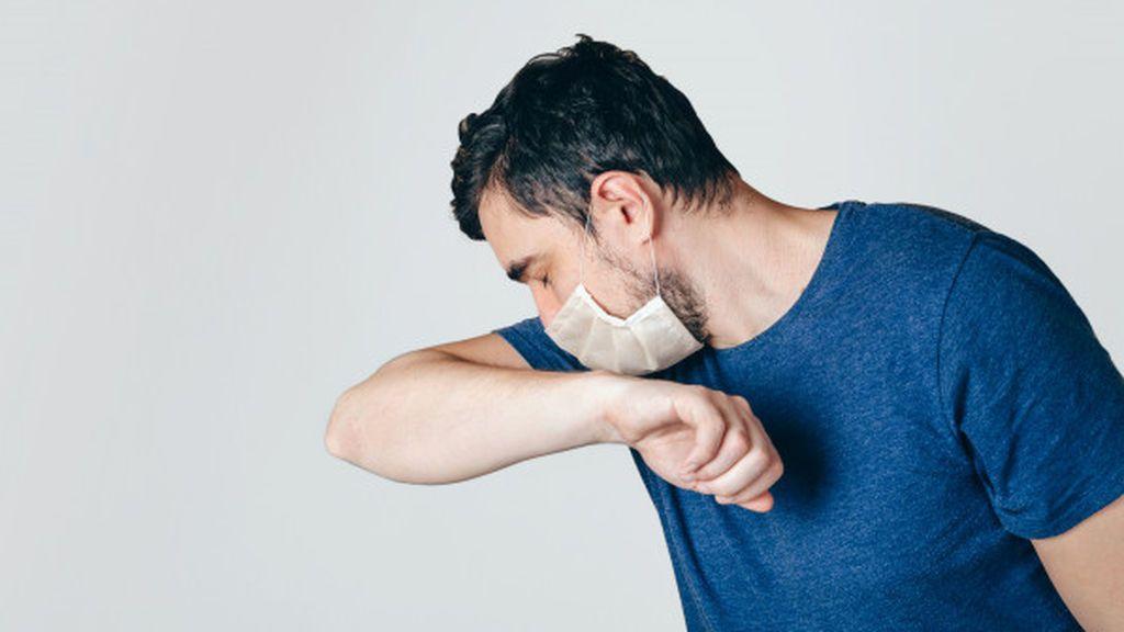 Qué hacer con la mascarilla cuando se tienen estornudos y mucosidad por un resfriado