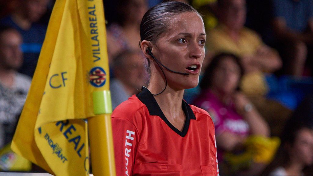 Rompiendo barreras: Guadalupe Porras Ayuso, primera árbitra española en competición continental masculina