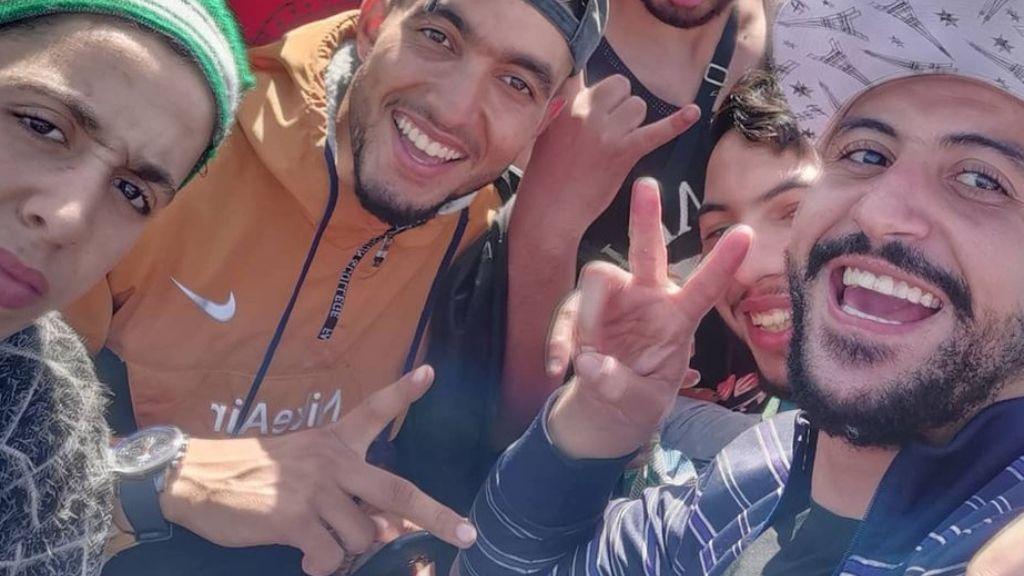 Un joven marroquí muestra su viaje en patera hasta las Islas Canarias a través de Instagram