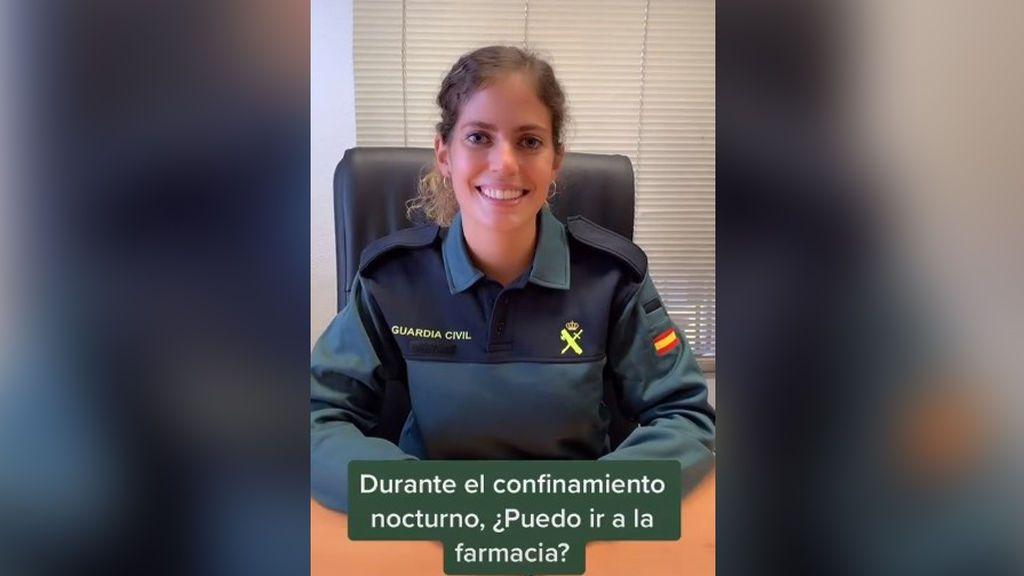 Una Guardia Civil deja muy claro en TikTok lo que podemos hacer y no durante el toque de queda nocturno