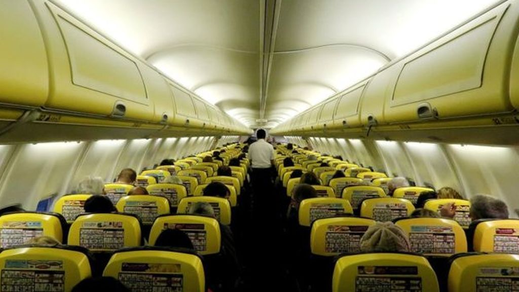 El peligro de volar en tiempos de pandemia: un brote en un vuelo a Irlanda provocó 59 contagios