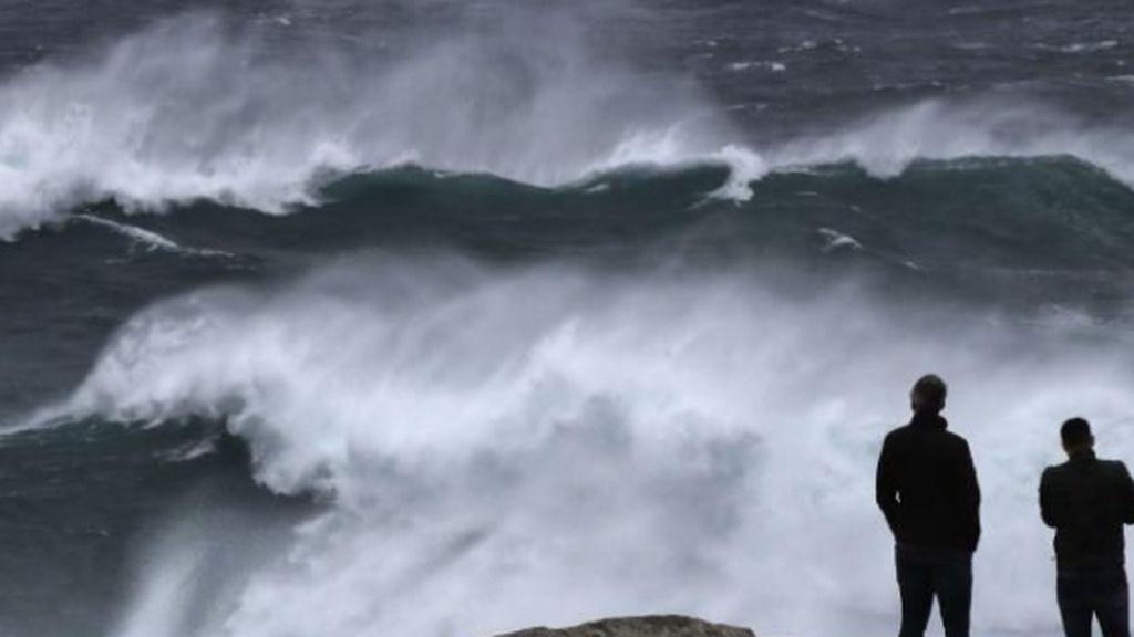 Siete provincias de Galicia y el Cantábrico están en riesgo importante por olas de hasta 8 metros de altura