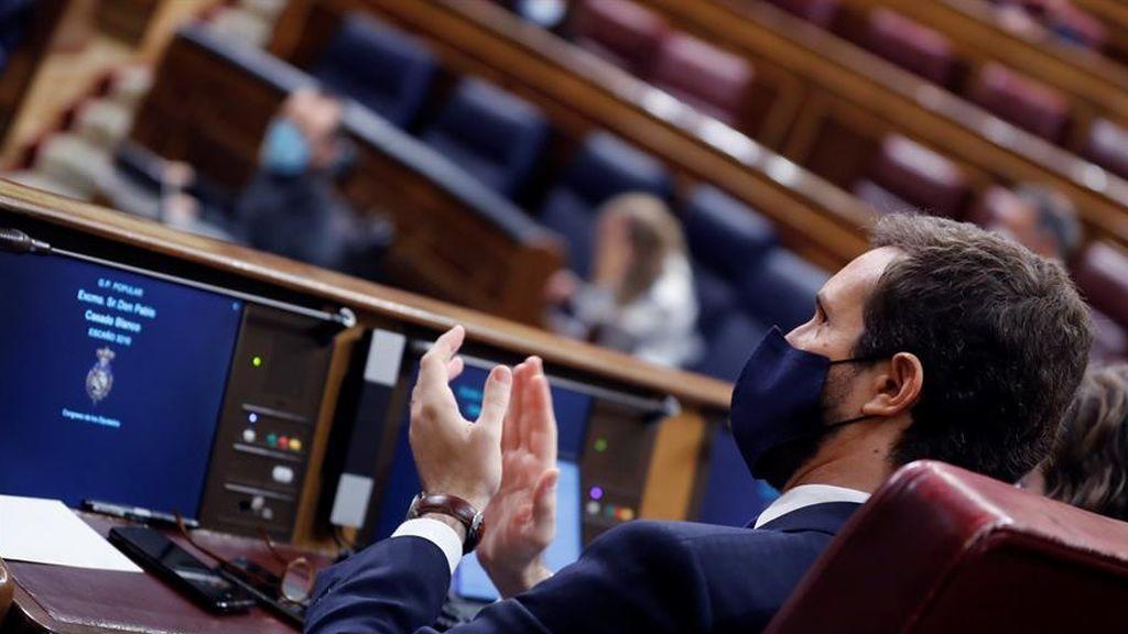 """Casado reclama al """"ausente presidente Sánchez"""" que de la cara"""