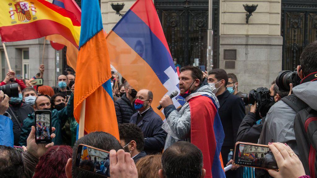 Hovik Keuchkerian en la concentración frente al Congreso