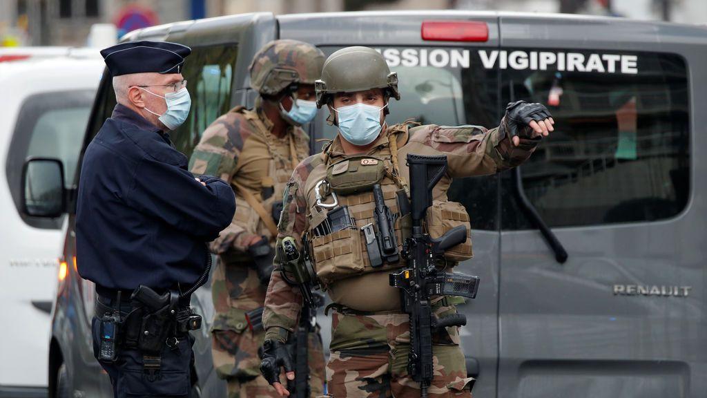 Ataques terroristas contra agentes de seguridad en Aviñón y en el consulado francés de Yeda