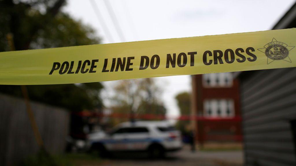 Muere una niña de 8 años tras recibir el impacto de una bala perdida cuando hacía los deberes en su casa