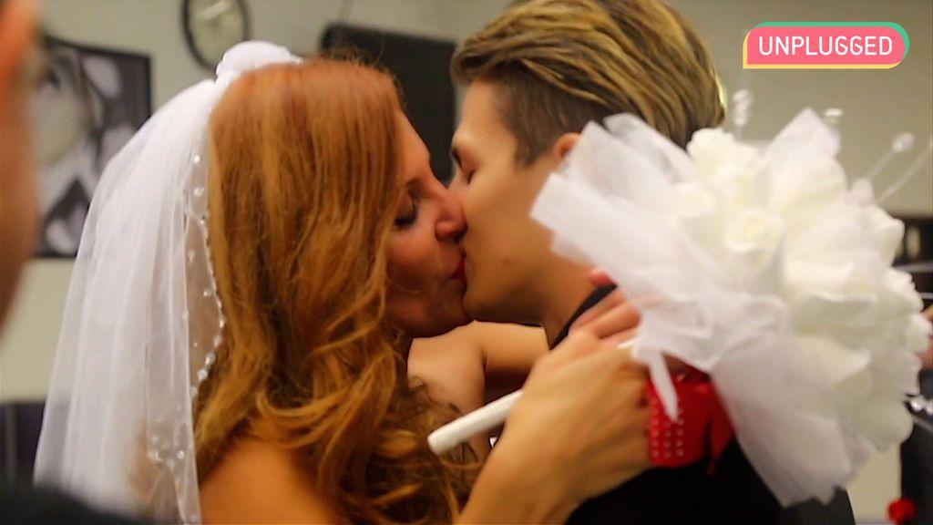 Sonia Monroy y su novio, el día de su boda