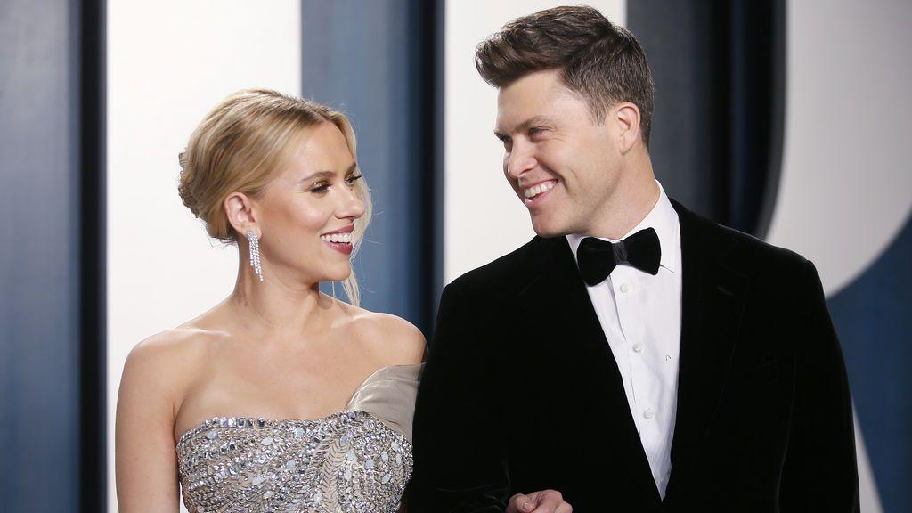 """Scarlett Johansson y Colin Jost se casan en secreto en una """"ceremonia íntima"""""""