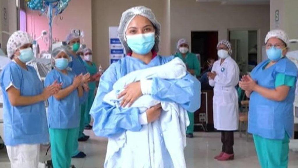 Sale del hospital el paciente más joven con coronavirus