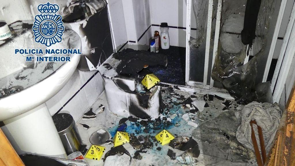 EuropaPress_3404050_nota_prensa_agentes_policia_nacional_investigan_incendio_vivienda
