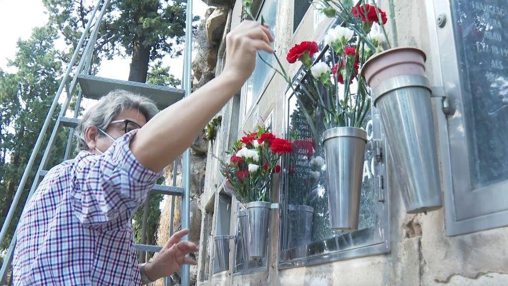 La pandemia anticipa la celebración de Todos los Santos y obliga a adelantar las visitas a los cementerios