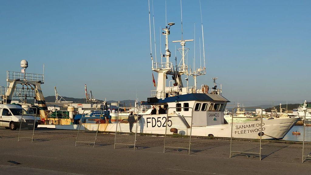 Doce marineros confinados en un pesquero en Marín tras contagiarse de covid