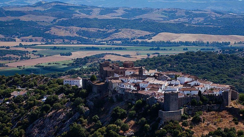 Una vista de Castellar Viejo, en Castellar de la Frontera