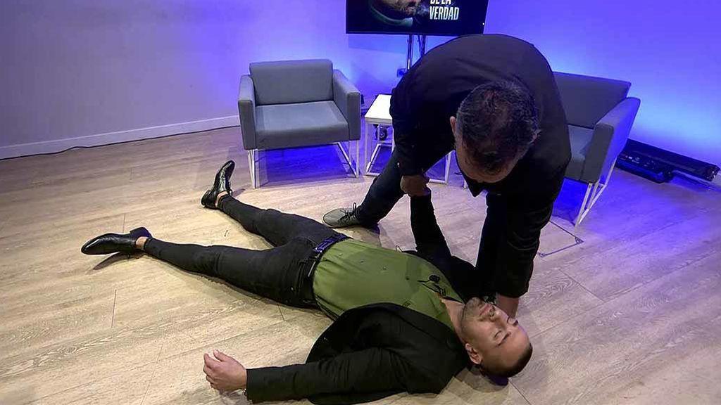"""Rafa Mora se desploma durante su sesión de hipnosis: """"Me siento frustrado"""""""