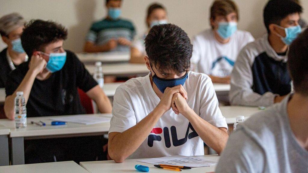 Un profesor abofetea a un alumno por negarse a usar la mascarilla dentro del aula