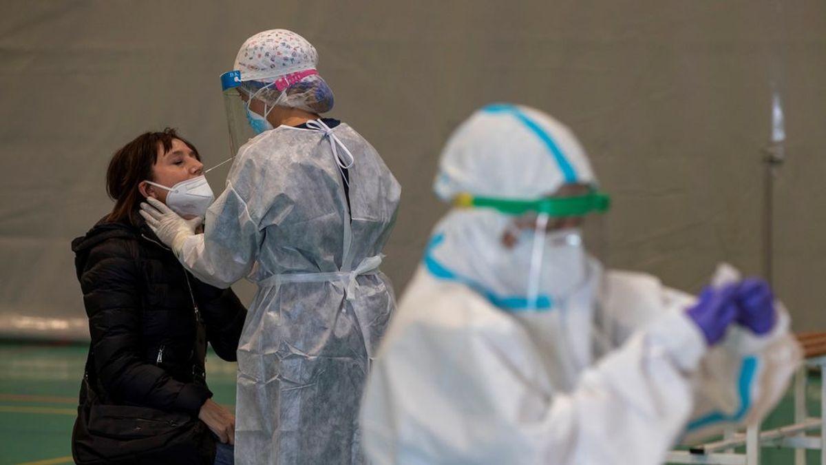 """La nueva variante del coronavirus que ha surgido en España """"facilita la transmisión del virus"""""""
