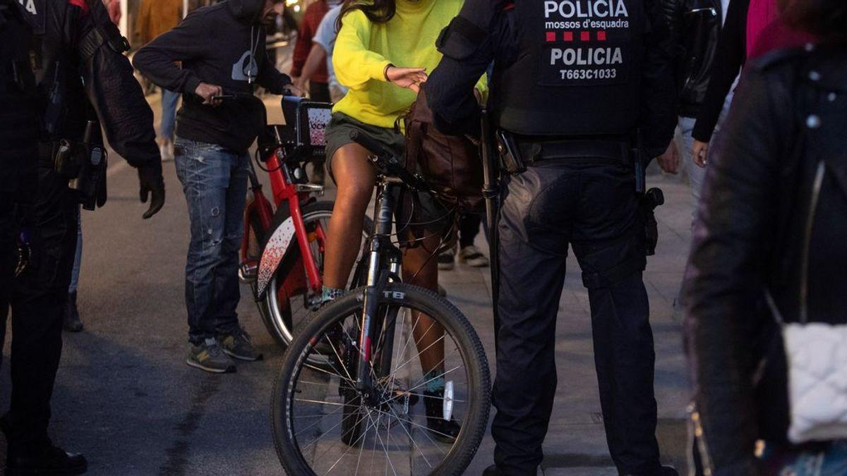 Detenido un joven que robó una bicicleta en los disturbios de Barcelona: la puso a la venta en la Red por 140 euros