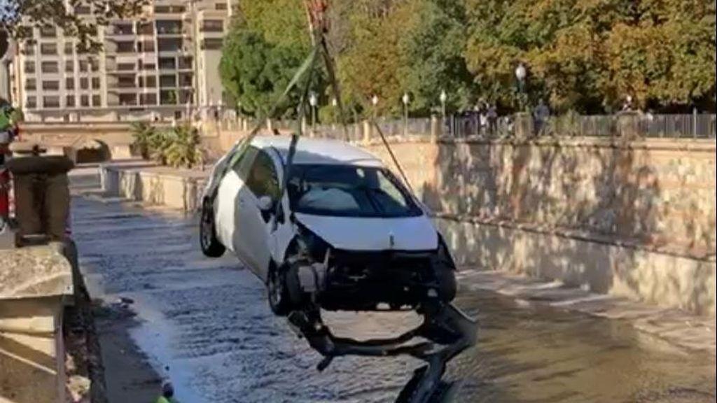 Una conductora que triplicaba la tasa de alcoholemia cae al río en Granada