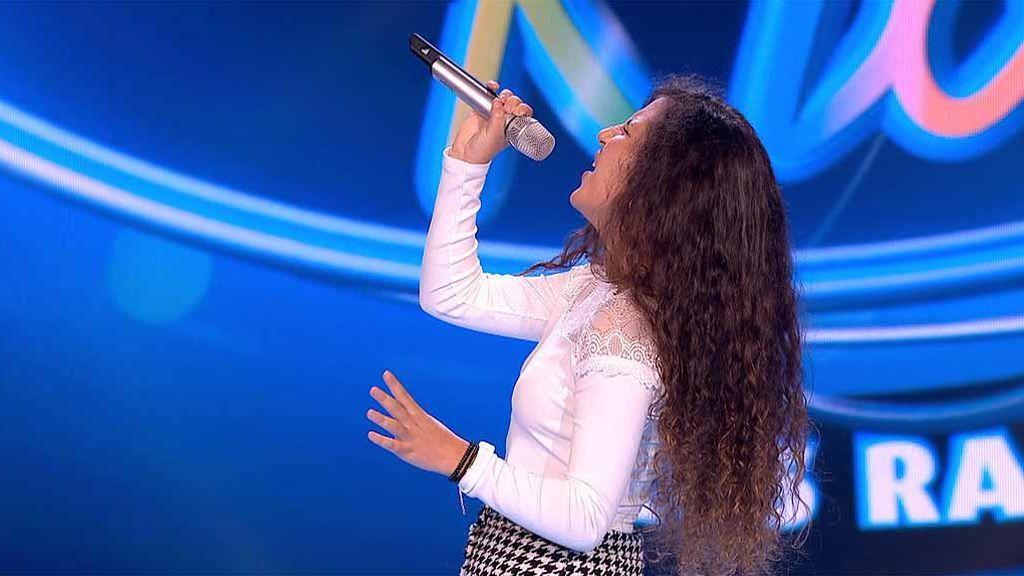 Esperanza pone los pelos de punta al jurado con una actuación impecable y se va directa a la semifinal: ¡Gana el ticket dorado!