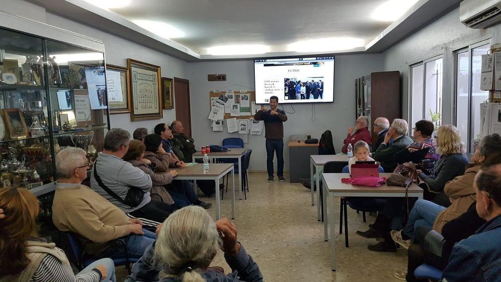 Una reunión en la Asociación de Personas Sordas de Jerez