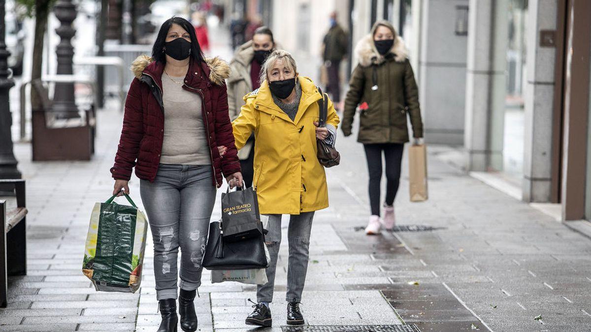 Casi el 80 % de los españoles admite que no sustituye la mascarilla tras exceder su tiempo de uso