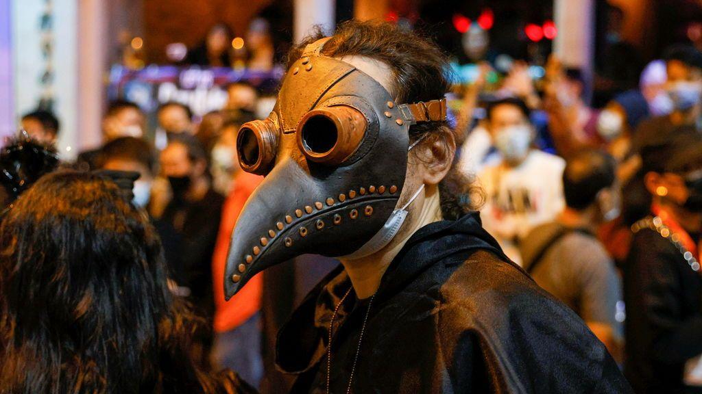 Máscara contra la peste negra en la última fiesta de Halloween