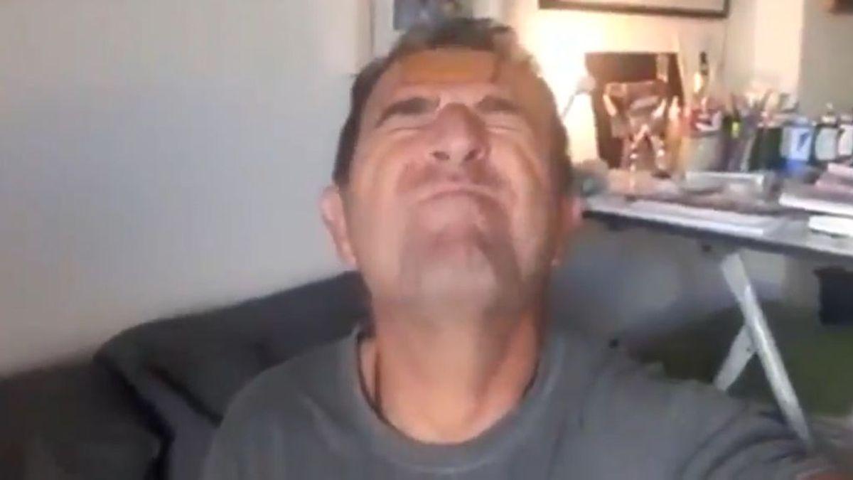 Polémica por el último vídeo del Delegado de Salud en Málaga: se graba en plena pandemia haciendo el 'reto de la galleta' para medir su estrés