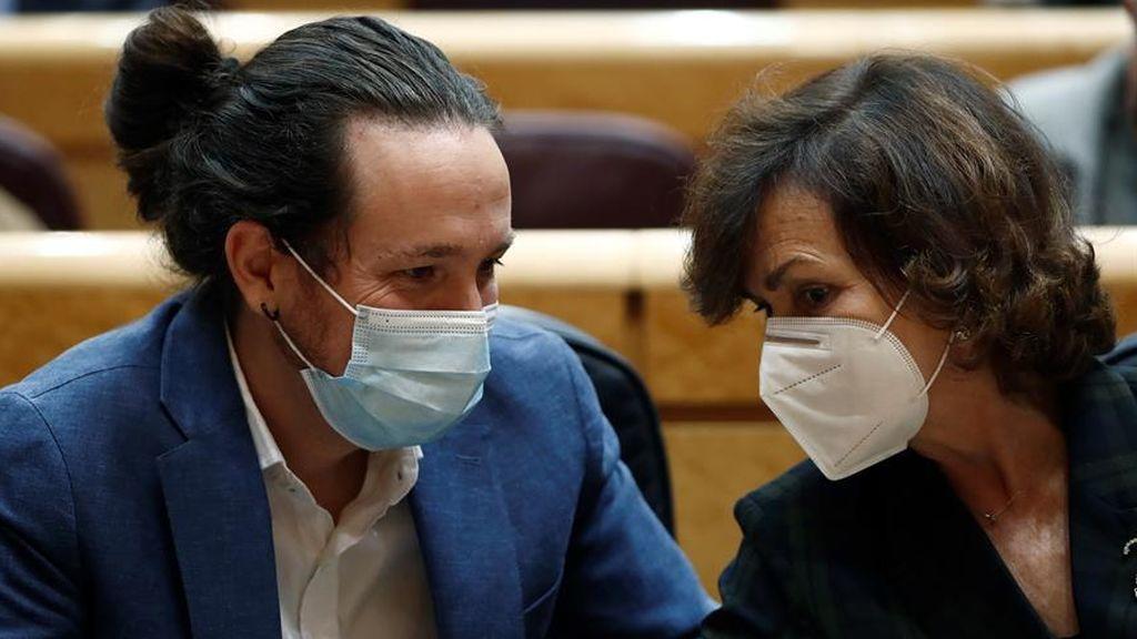 Los vicepresidentes Carmen Calvo y Pablo Iglesias en la sesión de control del Senado