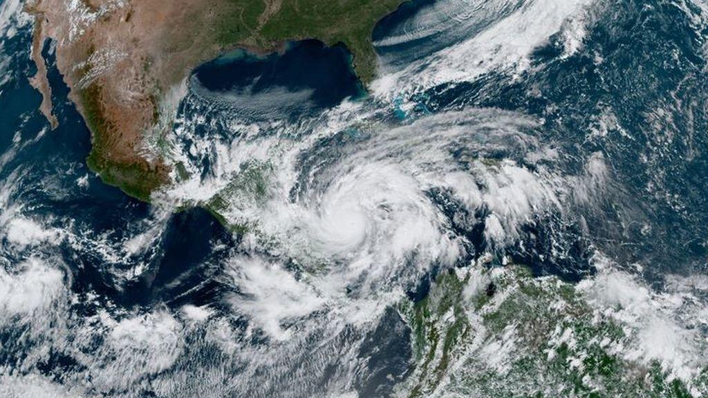 "El huracán Eta, ""extremadamente peligroso"", toca tierra en América Central"