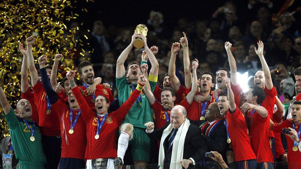 De la victoria española al primer mundial a color en televisión: las camisetas icónicas más deseadas por los coleccionista